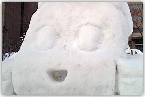 12丁目市民雪像「やわらか戦車」