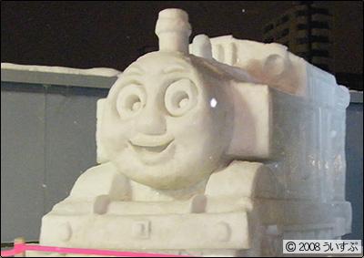 7丁目 小雪像 「夢の機関車」