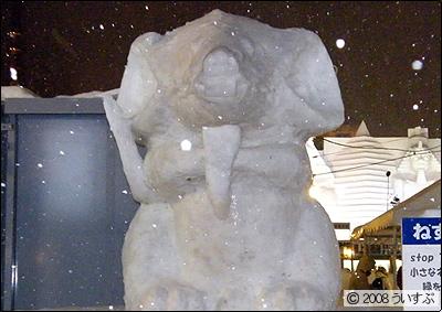 7丁目 小雪像 「ねずみかっ!?」