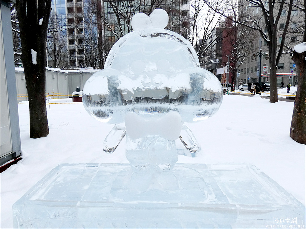 氷像「カネオくん」