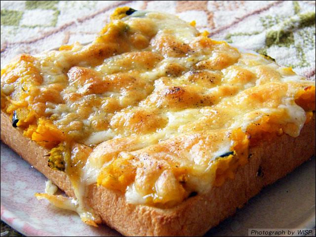 カボチャの煮付けの残りを使った、カボチャのピザトースト