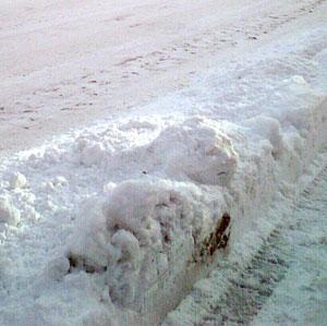 歩道の除雪したあと。